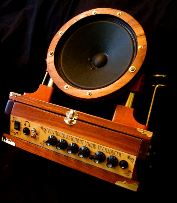 Kyle Miller's steampunk automata speakers