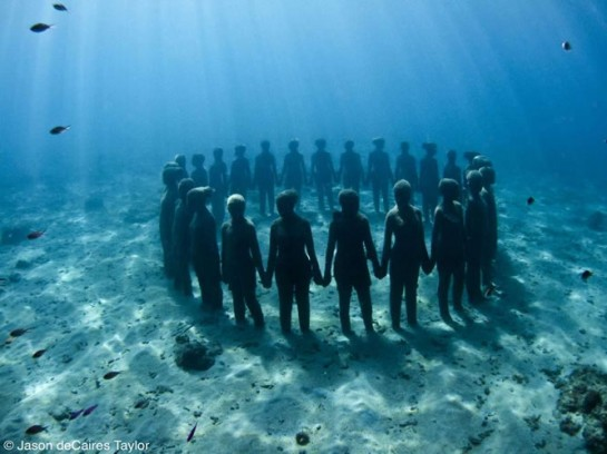 Jason deCaires Taylor's underwater art in Mexico featuring figures of people