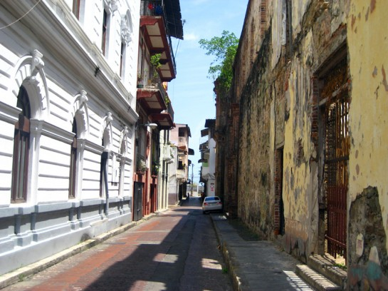 Casco Viejo photography, an alley