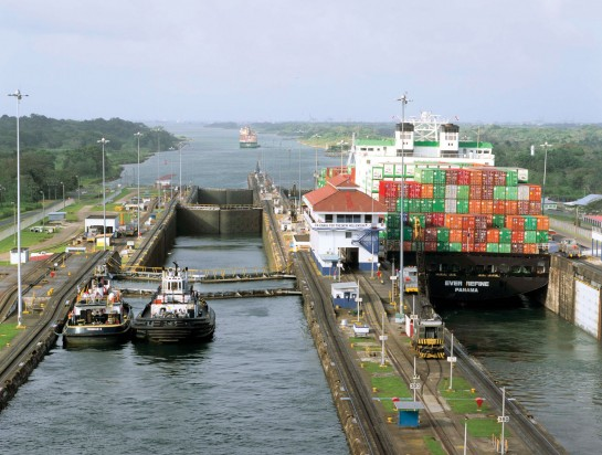 shipping containers and docks at a loading area at the panama canal