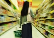 Artsy photo of overwhelmed shopper in supermarket aisle