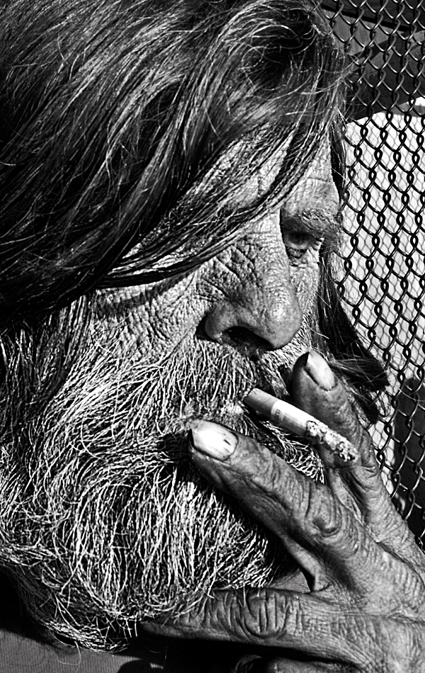 street photography of a homeless man by mehdi bouqua in los angeles